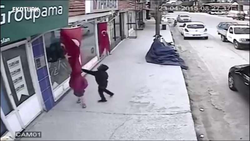 Türk Milleti Tek Yürek!