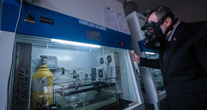Bakan Varank maske fabrikasını ziyaret etti
