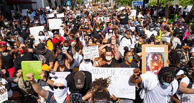 'ABD'deki gösteriler ekonomik krizi derinleştiriyor'