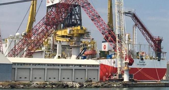 Fatih Sondaj Gemisi'nin kulelerinin montajı tamamlandı, dev vincin sökümüne başlandı