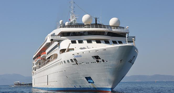 Salgın sonrası ilk turist gemisi aylar sonra Kuşadası Limanı'na yanaştı