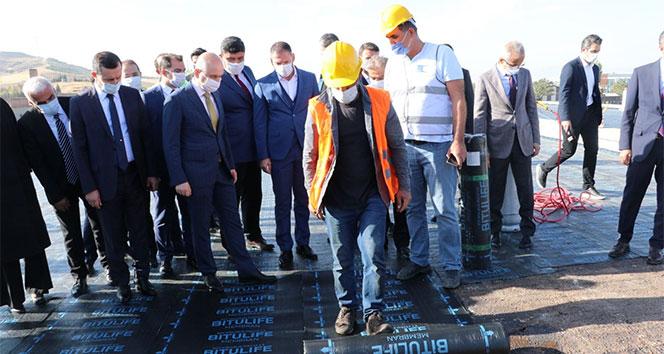 Bakan Karaismailoğlu, Ankara-Kahramankazan yolu üzerinde yapılan çalışmaları yerinde inceledi