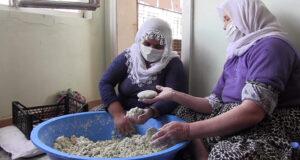 Köylü kadınlar, yaptıkları kurutları satarak geçimlerini sağlıyor