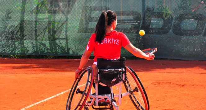 Aytemiz, Paralimpik Tenisçi Büşra Ün'e sponsor oldu