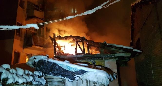 İki katlı müstakil evde yangın paniği