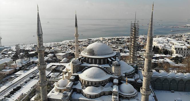 Tarihi Yarımada'da hayran bırakan kar manzarası