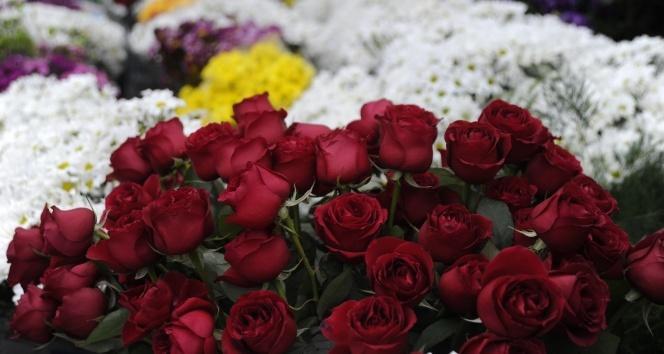 Çiçekçilerde '14 Şubat Sevgililer Günü' heyecanı yaşanıyor