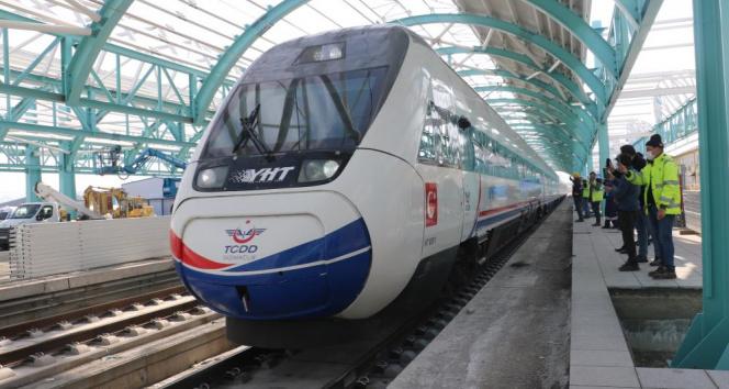Yüksek Hızlı Tren ilk kez Sivas tren garında