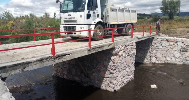 Kullanılamaz hale gelen köprü yeniden yapıldı
