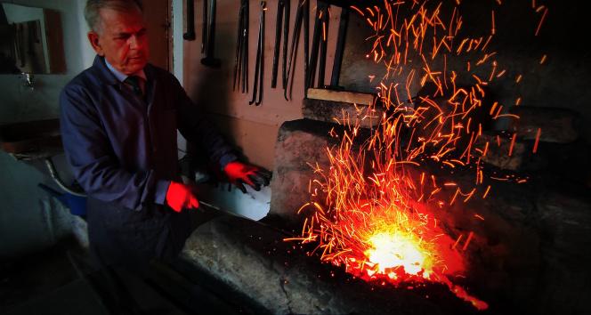 Binlerce yıllık teknikle yapılan bıçak ve kılıçlara büyük ilgi