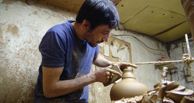 Ürettiği el işi seramik yağdanlıkları Avrupa'ya ihraç ediyor