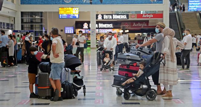 Vaka sayılarının düşmesiyle birlikte Antalya'ya günlük gelen uçak sayısı ikiye katlandı
