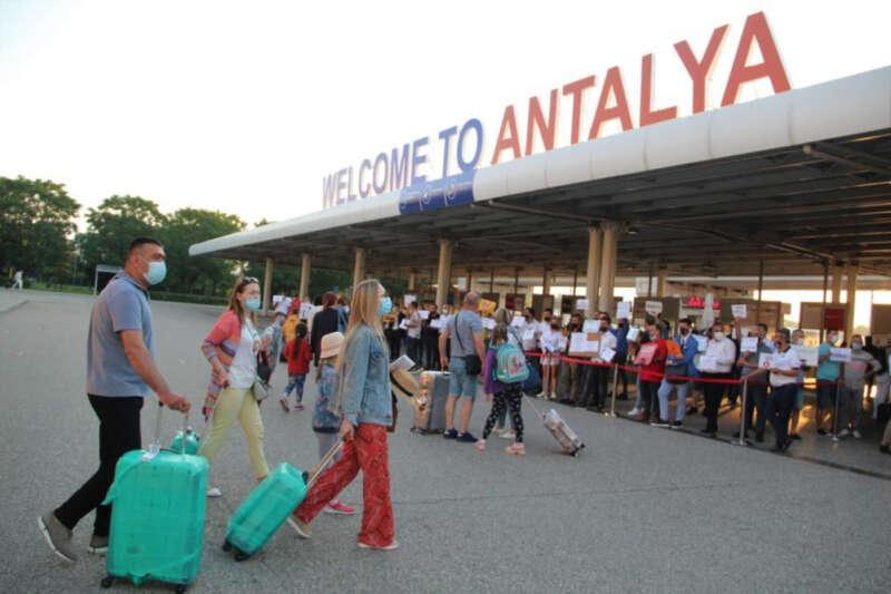 Normalleşme adımları sonrası Antalya'ya turist yağıyor