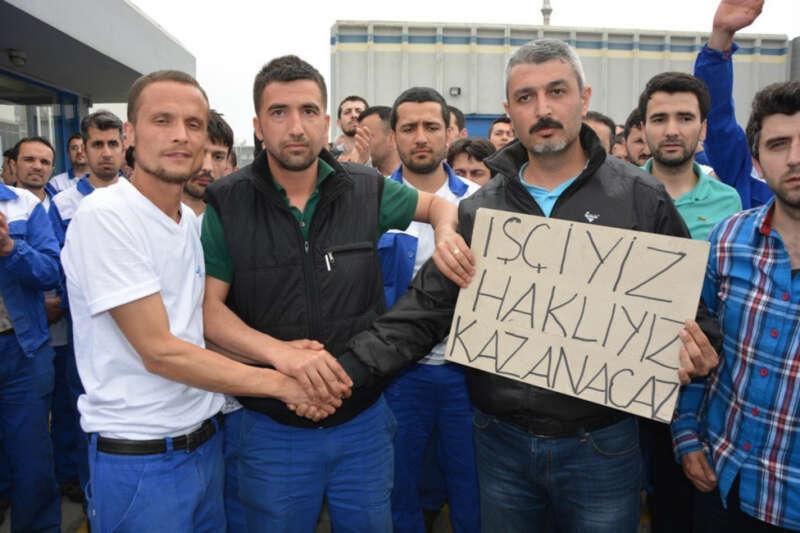 Renault fabrikasında işçiler eylem yaptı