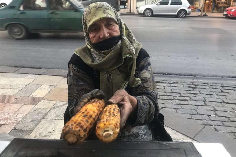 87 yaşında gençlere taş çıkarıyor