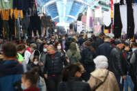 Komşular, Edirne'deki 'sosyete pazarı'na akın etti