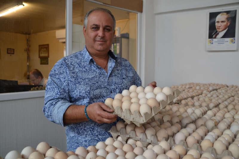 Yumurta çiftlikten pazara kadar en az iki el değiştiriyor